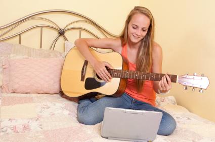 自宅でギターを練習していると隣の部屋から苦情がこないか心配です。解決策はありますか?
